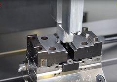 CNC-Bearbeitungszentrum Quaser MV 184 C mit Lehmann Transferbox